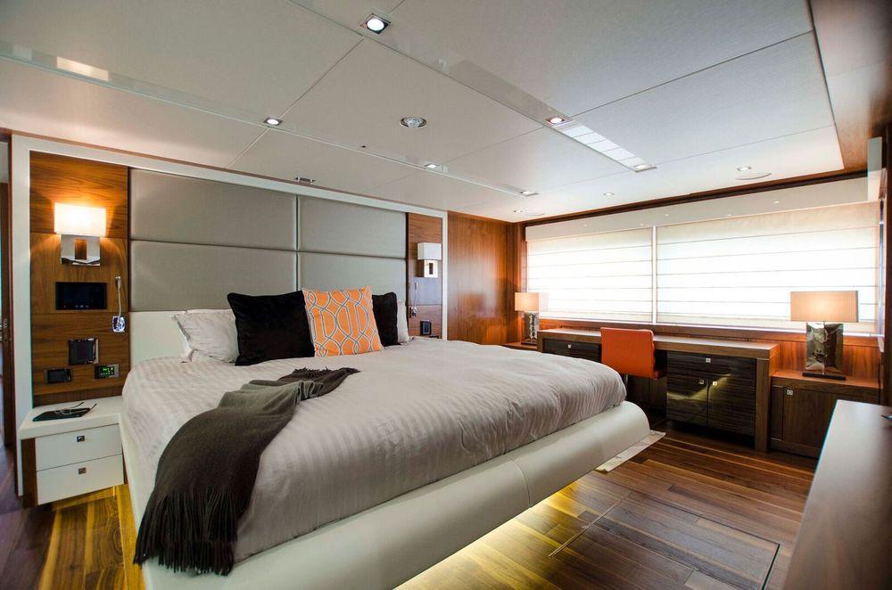 115' 2015 Sunseeker Sport Yacht
