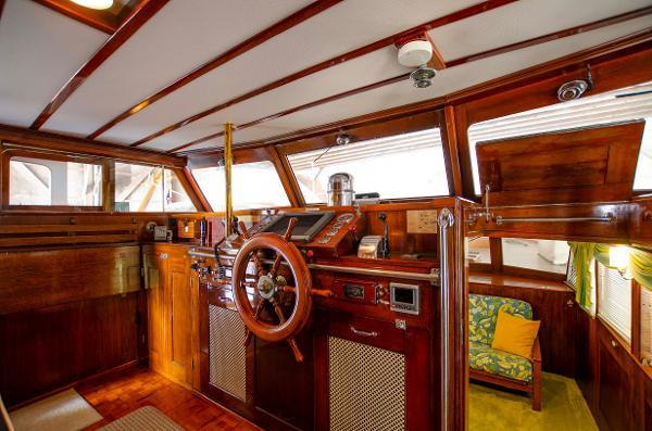 68' 1954 Trumpy Cruiser
