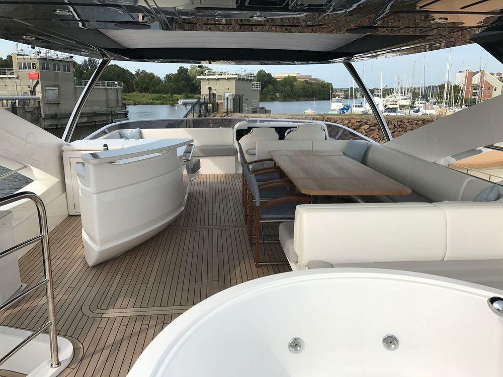 86' 2017 Sunseeker Yacht