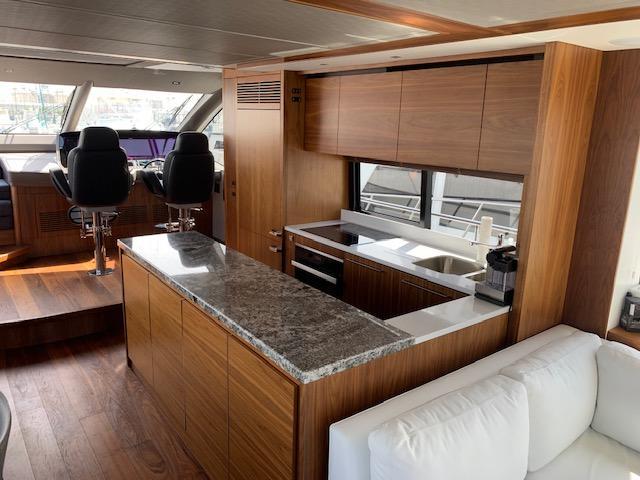 76' 2018 Sunseeker Yacht