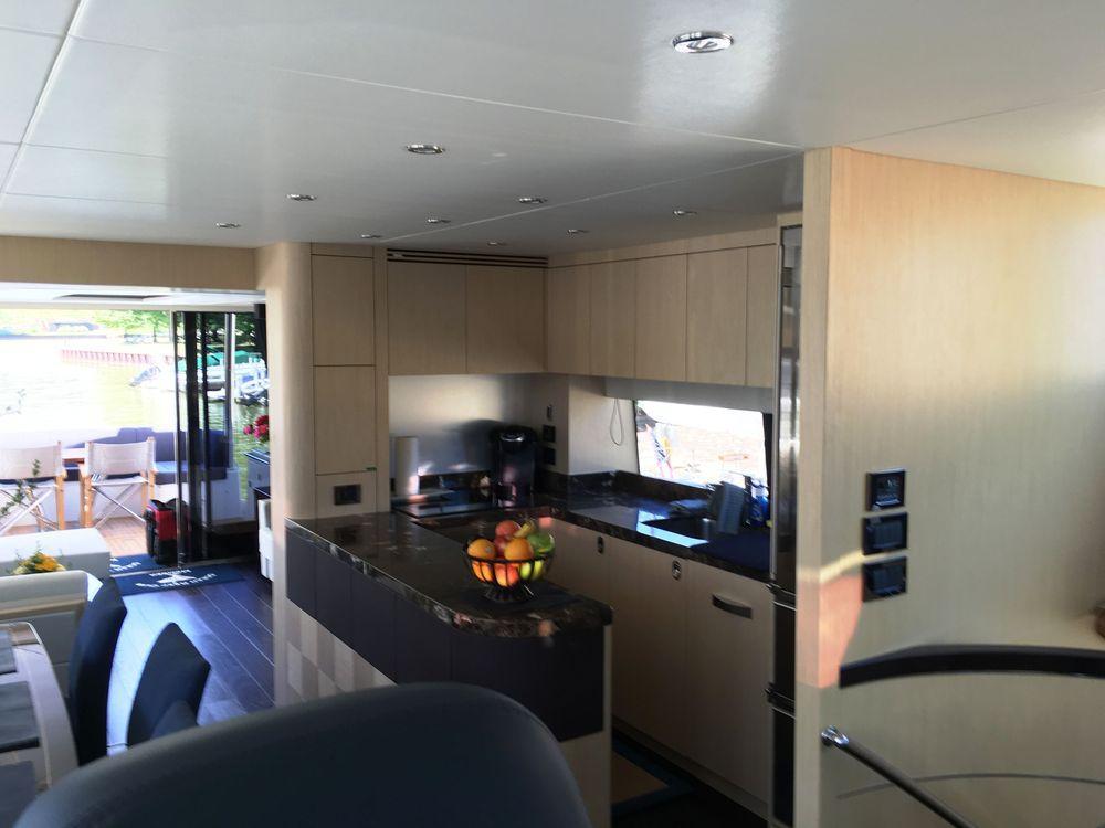 75' 2016 Sunseeker Yacht