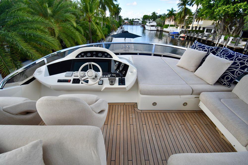 88' 2014 Sunseeker Yacht