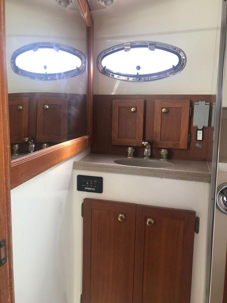 37' 2005 Stamas 370 Express