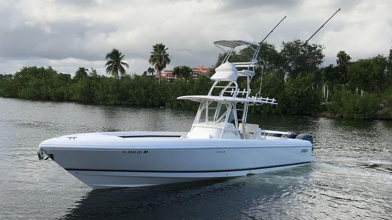 37' 2012 Intrepid 370