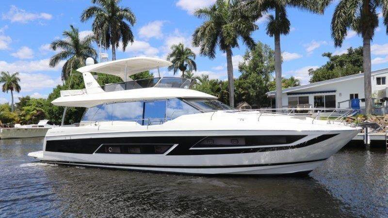 68' 2017 Prestige Motoryacht
