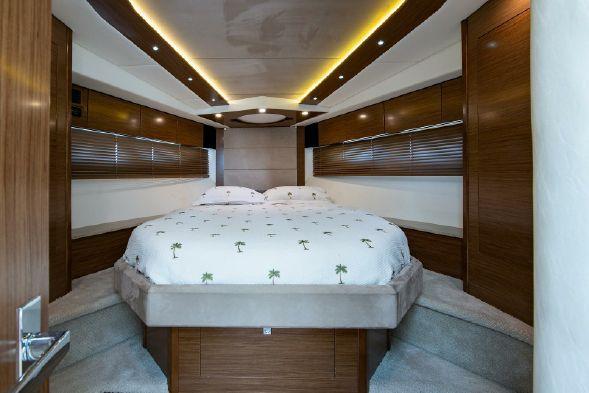 45' 2013 Cruisers Yachts Cantius