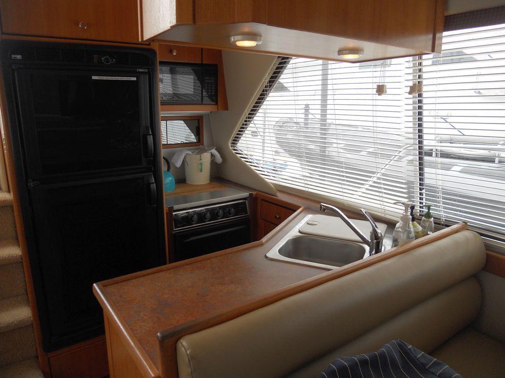 41' 1999 Bayliner 4087 Aft Cabin