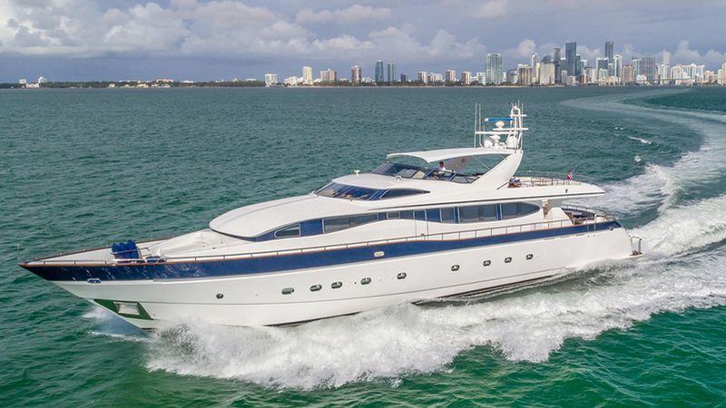 108' 2002 Viking Sport Cruisers Motor Yacht
