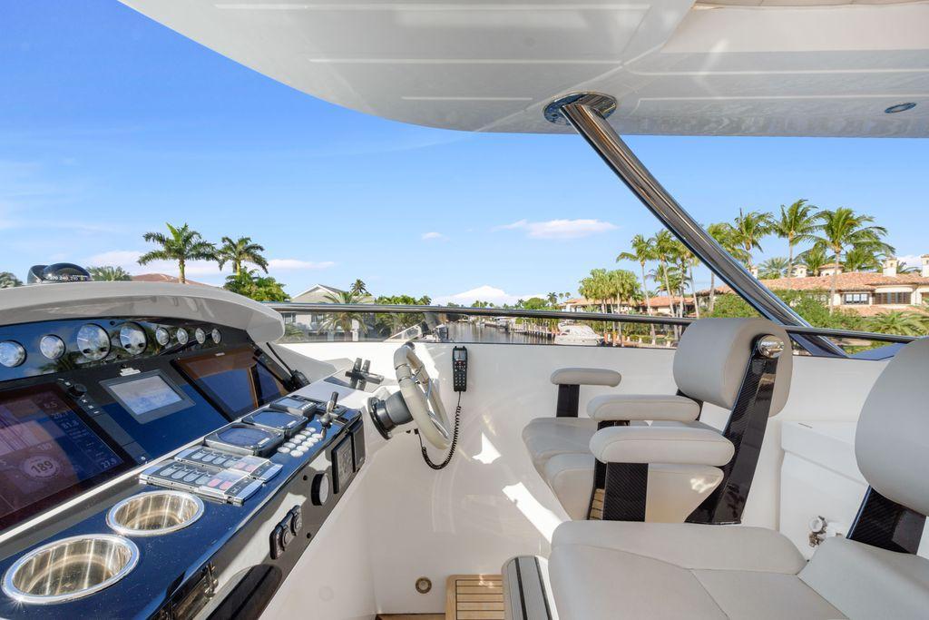 95' 2017 Sunseeker Yacht