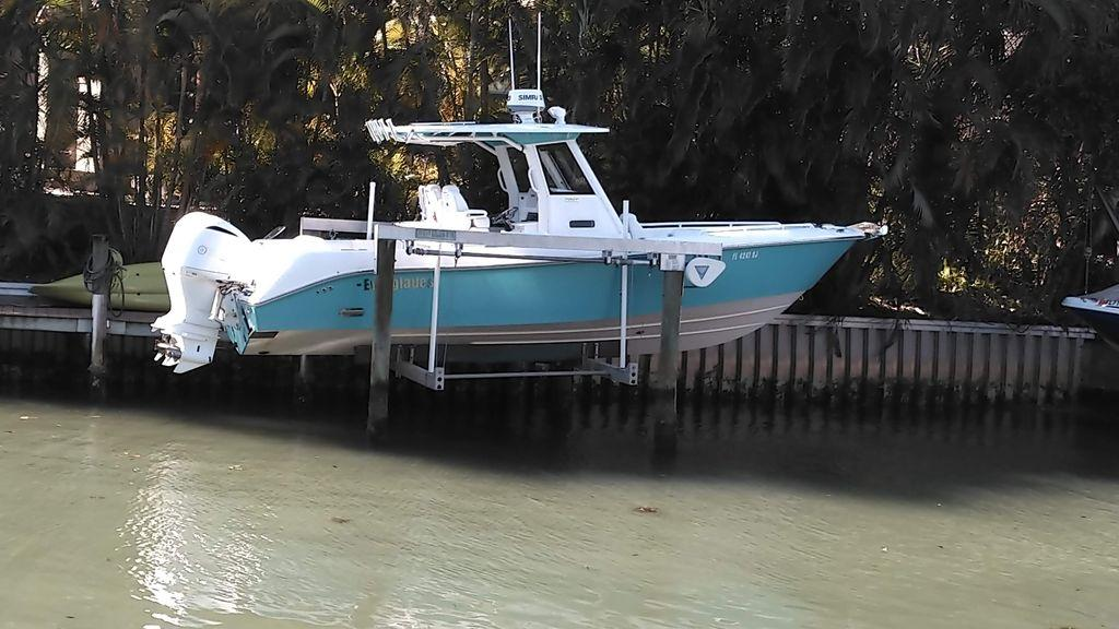 29' 2016 Everglades 290 CC