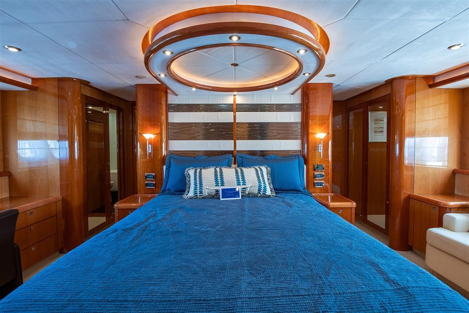 82' 2005 Sunseeker Yacht