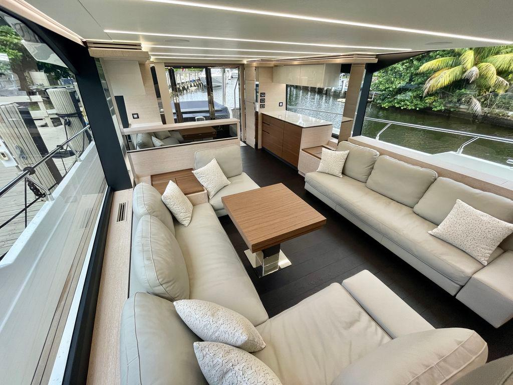 66' 2021 Astondoa Flybridge
