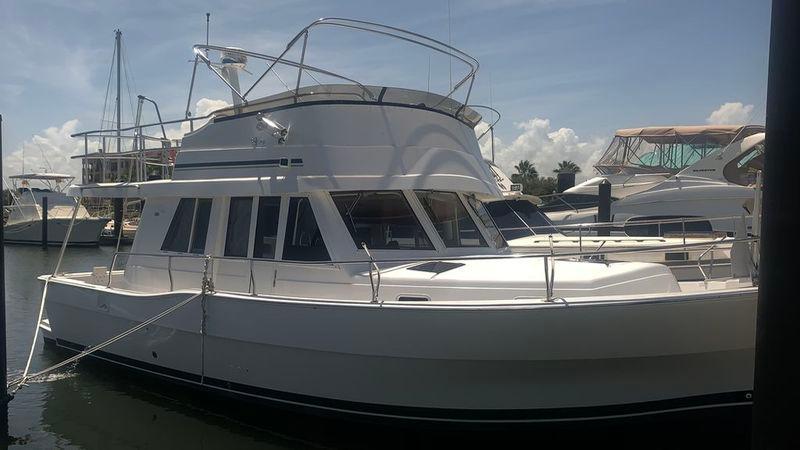 39' 2002 Mainship 390 Trawler