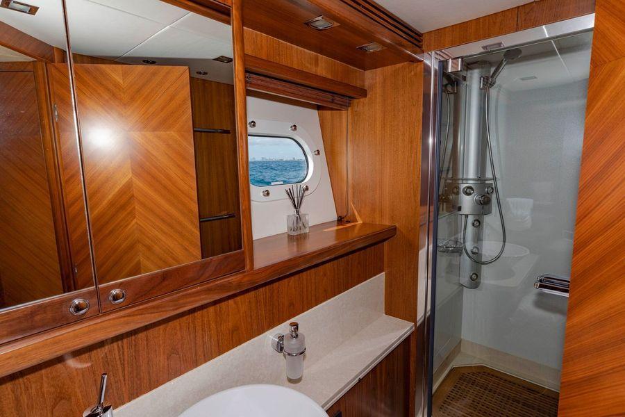 105' 2004 Sunseeker Yacht